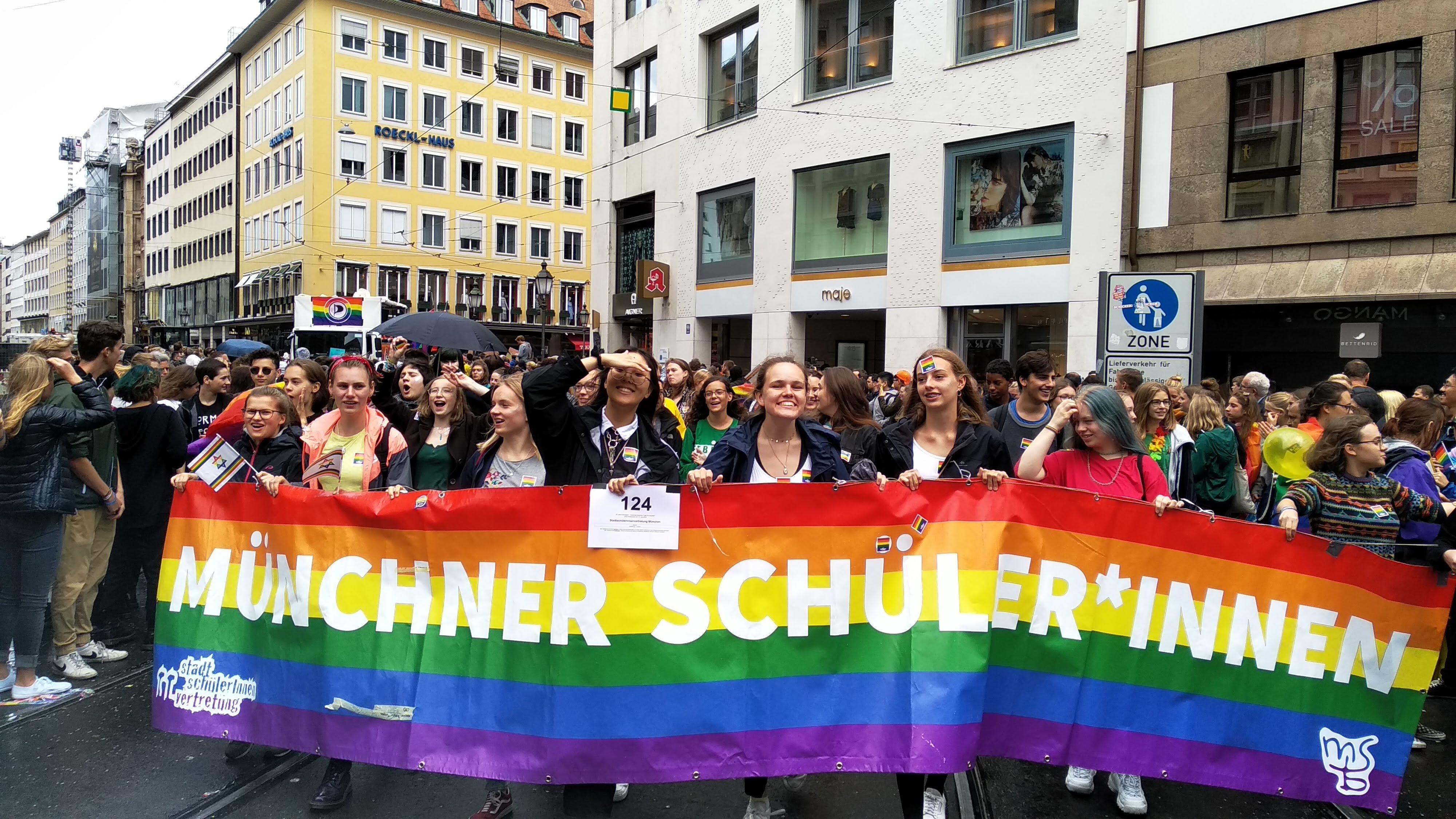 Münchner Schüler*innen auf dem CSD